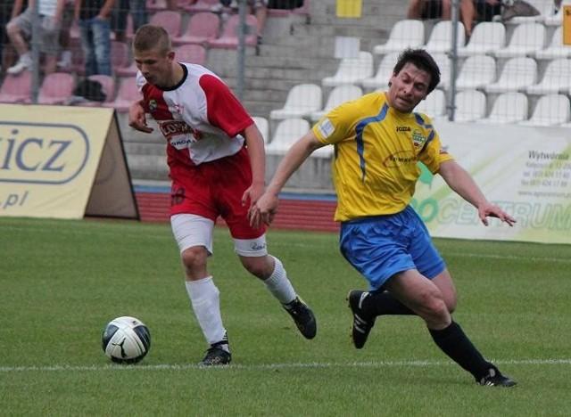 Adrian Mleczek (z lewej) strzelił dwa gole dla Łomży