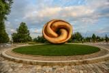 Rzeźba Xawerego Wolskiego stanęła na rondzie w Sopocie. Co przedstawia? Opinie mieszkańców są podzielone