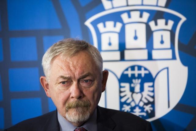 Prezydent Majchrowski dopiero w wieku 70 lat odpuścił jedną pracę