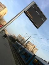 """Tablica ITS nie pomaga podróżnym na Legnickiej: """"Brak łączności"""" w systemie za miliony (FOTO)"""