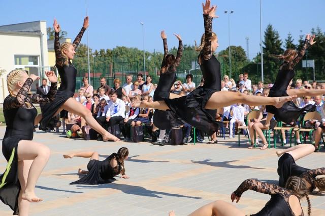 W Przytocznej uczniowie rozpoczęli nowy rok szkolny tanecznym krokiem.