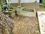 Cmentarz Farny w Białymstoku. Ktoś przesunął grób rodzinny. Administrator: Na innych cmentarzach bezimienne groby są wywalane