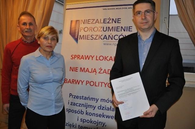 Współzałożyciele NPM w Praszce, od lewej: Bogdan i Alicja Nowakowie oraz Rafał Simbor.
