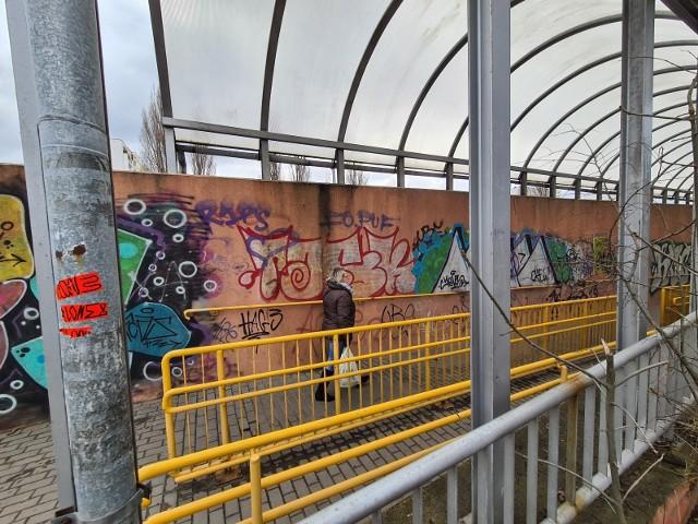 Tunele strachu na Skarpie doczekają się monitoringu, ale stopniowo. PW tym roku 12 kamer zainstalowanych zostanie w podziemnym przejściu pod Szosą Lubicką na wysokości ulicy Heleny Piskorskiej.