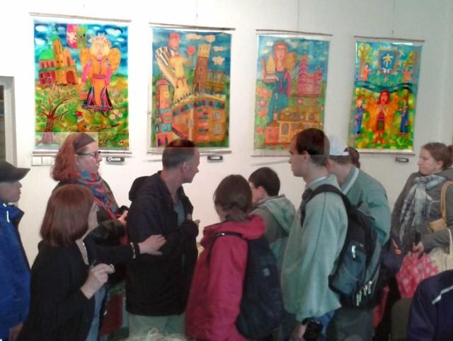 Prace stalowowolskich artystów w krakowskiej galerii.