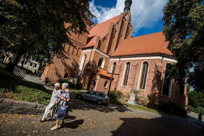 Zakaz wprowadzony przez miasto nie podoba się radnemu Jarosławowi Wenderlichowi. - Uważam, że taka decyzja była nieprzemyślana, wysoce kontrowersyjna i wymaga korekty