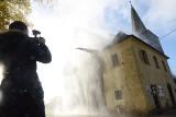 Pomnik historii, kościół w Klępsku zalany wodą. Co się tam stało? Co to za tajemnicza mgła wodna?