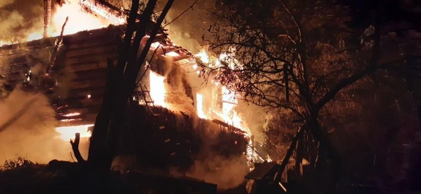 Gdy na miejsce dotarły pierwsze zastępy cały budynek był w płomieniach