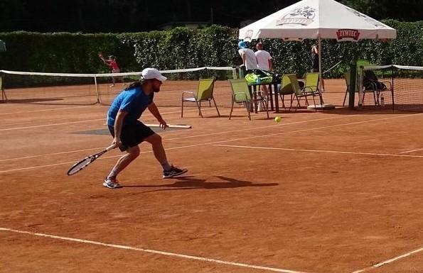 W turnieju tenisa ziemnego zawodnicy rywalizowali na kortach nad Jeziorem Starogrodzkim