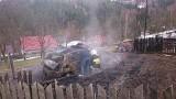 Pewel Wielka: Spłonął garaż i samochód [ZDJĘCIA]