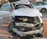 Jedna osoba poważnie ranna w zderzeniu dwóch samochodów na ul. Fabrycznej w Oświęcimiu