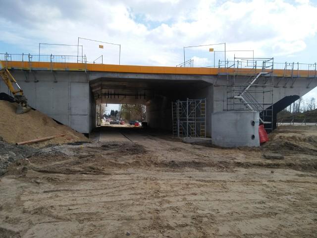 W okolicy Antoniewa wiadukt nad S14 jest już w stanie surowym