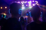 Smartfon w rękach Polaka - staliśmy się narodem słuchaczy i nie żałujemy pieniędzy na rozrywkę audio