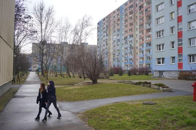 Na osiedlu Jana III Sobieskiego między blokami są duże przestrzenie. Mieszkańcy chcą, aby tak zostało