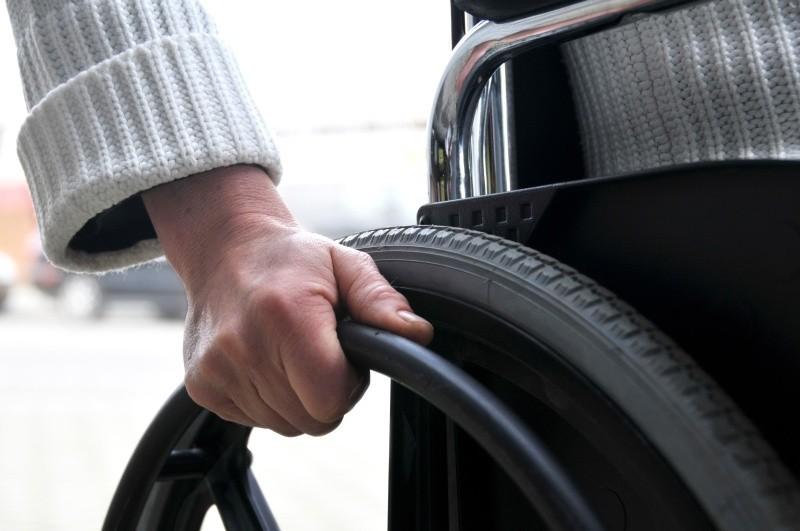 Osoby niepełnosprawne będą musiały poczekać na darmowe parkowanie w płatnej strefie