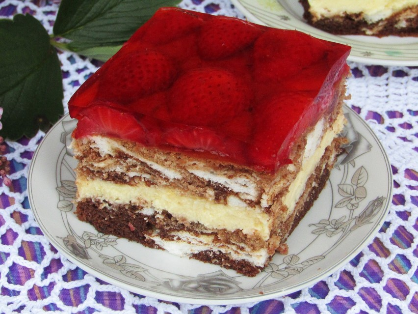 Macie ochotę na pyszne ciasto z truskawkami, budyniem i...