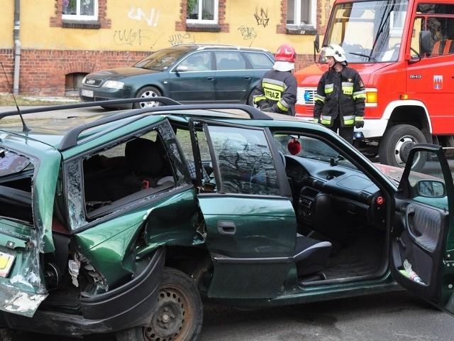 Na ulicy Grunwaldzkiej zderzyły się dwa samochody i motocykl - wprowadzono ruch wahadłowy