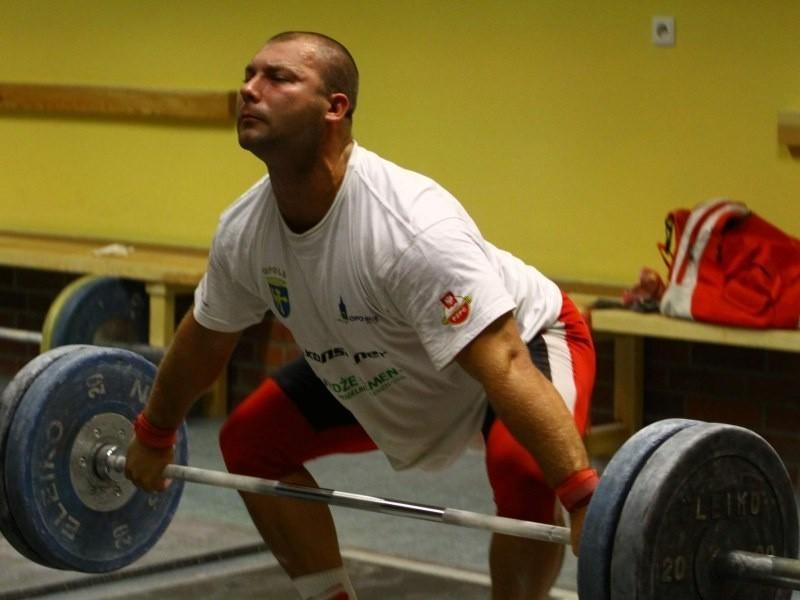 jest w gronie kandydatów do medalu w kategorii do 105 kg na mistrzostwach świata.