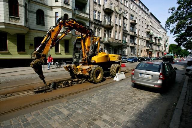 Szybki remont torowiska na ul. Nowowiejskiej w ostatnie wakacje