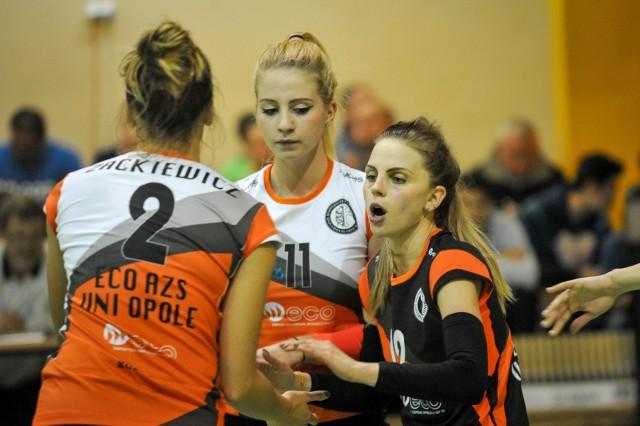 W opolskim zespole na pewno zostają: libero Magdalena Kuziak (z prawej) oraz rozgrywająca Maria Woźniczka