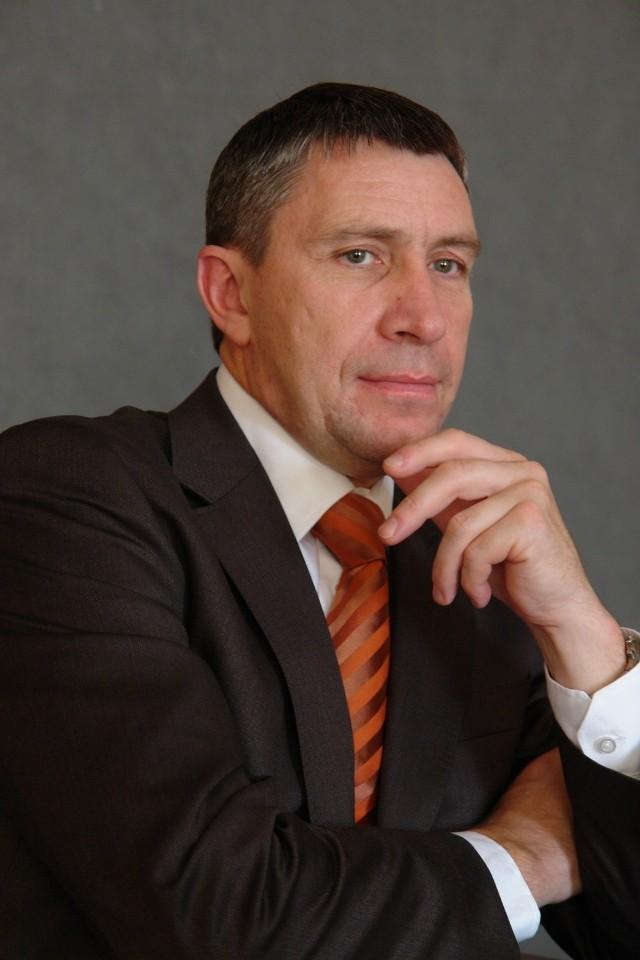 Bogusław Wypychewicz, główny akcjonariusz ZPUE: - Dziękuję naszym klientom i akcjonariuszom, wszystkim tym, którzy we mnie wierzyli. Tych, którzy byli nieufni serdecznie pozdrawiam i myślę, że ich przekonałem. Czynem. Nie słowami.