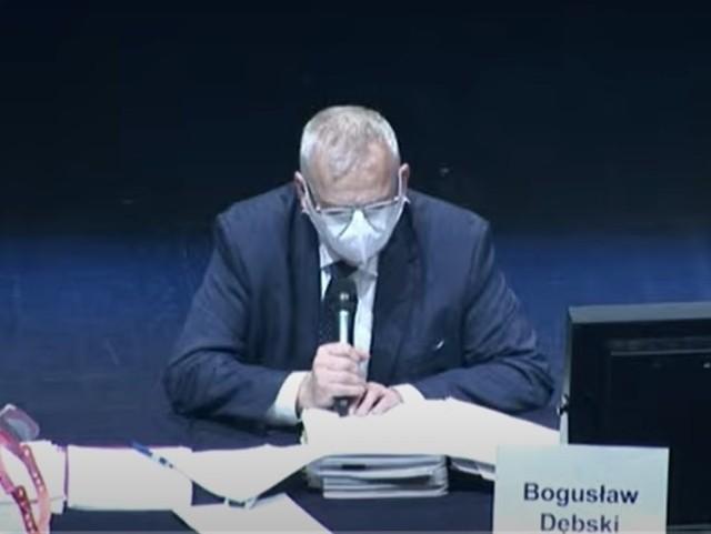 Bogusław Dębski prowadzi obrady sejmiki w poniedziałek [7.12.2020] w sali Opery i Filharmonii Podlaskiej.