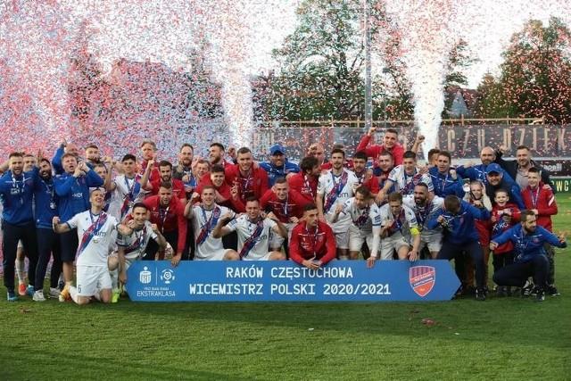 Raków zdobył Puchar Polski i został wicemistrzem Polski Oto najważniejsze momenty najlepszego sezonu w historii klubu.Zobacz kolejne zdjęcia. Przesuwaj zdjęcia w prawo - naciśnij strzałkę lub przycisk NASTĘPNE