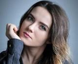 """""""Anomalie myślowe"""" Olgi Wojciechowskiej robią furorę w sieci. Fanpage 24-latki z Szydłowca jest bardzo rozpoznawalny"""