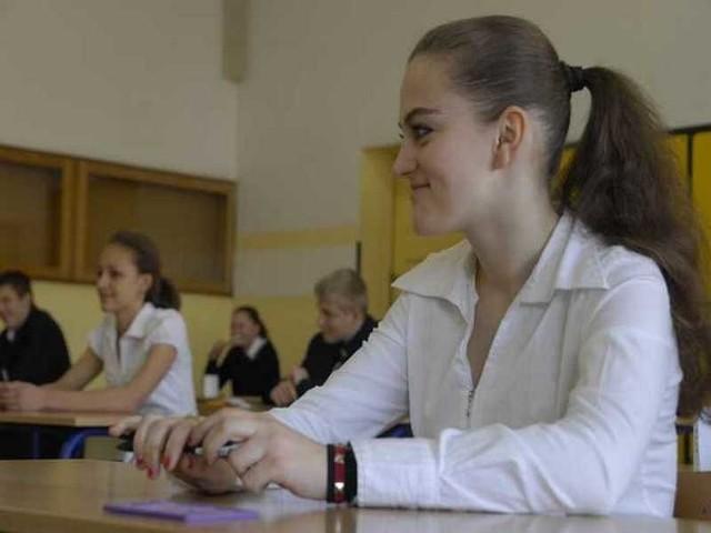 Mieli 120 minut, zeby wykazac sie wiedzą zdobytą w ciągu 9 lat swojej nauki. Uczniowie trzecich klas szkól gimnazjalnych dziś rano pisali egzamin z jezyka polskiego.