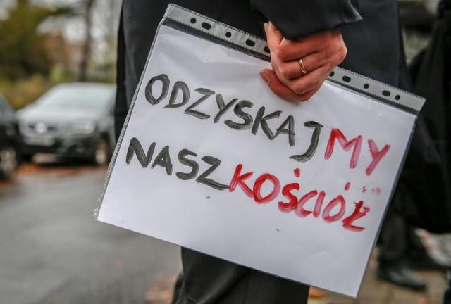 Protest pod siedzibą gdańskiej archidiecezji 8.11.2019