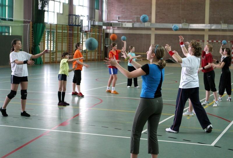 Zajęcia z piłki ręcznej w Szkole Podstawowej nr 5 przy ul. Hubalczyków.