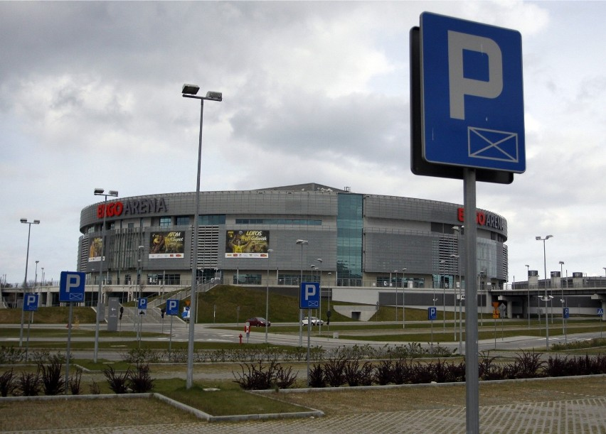 03.05.2011 gdansk/sopot ergo arena. parking przed hala...
