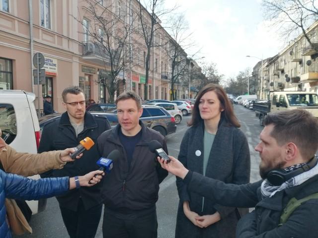 Aktywiści Lubelskiego Ruchu Miejskiego na środowej konferencji prasowej. Od lewej: Krzysztof Kowalik, Szymon Pietrasiewicz i Magdalena Długosz