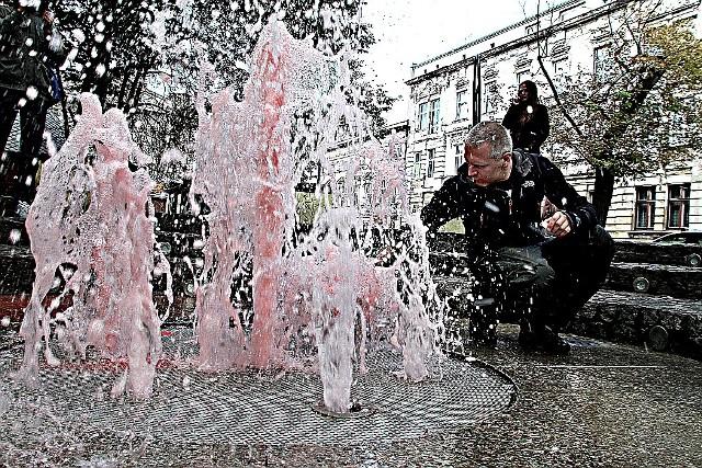 W ubiegłym roku miejskie fontanny zostały uruchomione 2 maja, tej wiosny raczej nie zboczymy, jak pięknie wyglądają