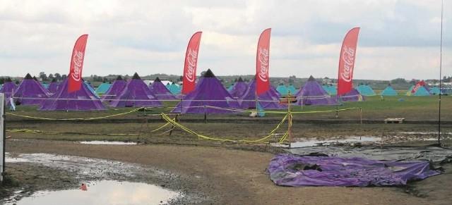 Znaczna część miasteczka namiotowego na terenie aeroklubu została zniszczone podczas burzy
