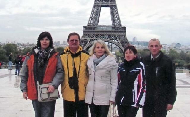 To jedna z ostatnich fotografii Eugeniusza Kotwickiego (pierwszy z prawej),  zrobiona w czasie feralnej wycieczki do Paryża.