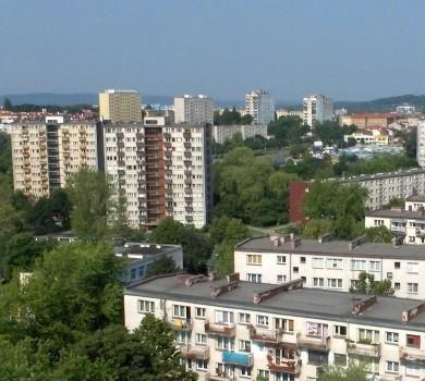 Mieszkanie lokatorskie wykupione od spółdzielni za przysłowiową złotówkę może przysporzyć kupciw trochę kłopotów. fot. KSM