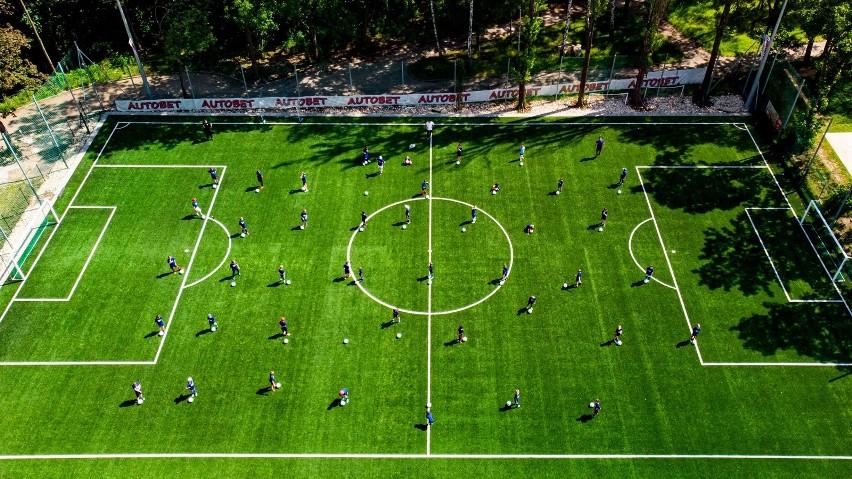 Piłkarze szkółki KS Kabel trenują na obiektach Centrum Sportu Parkowa