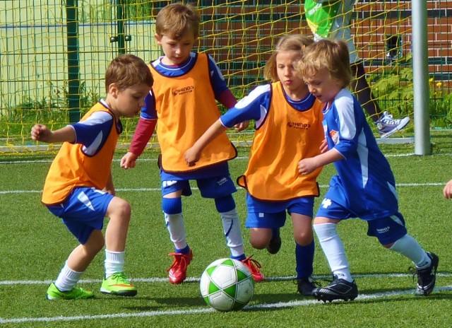 Młodzi zawodnicy mieli w sobotę małe piłkarskie święto.
