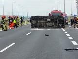 Poważny wypadek na autostradzie A4 pod Tarnowem. Kilka rannych osób po zderzeniu busa i osobówki. Śmigłowiec LPR w akcji [ZDJĘCIA]