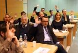 Reforma oświaty w Gdyni. Radni uchylili uchwały ws. reorganizacji szkół [ZDJĘCIA]