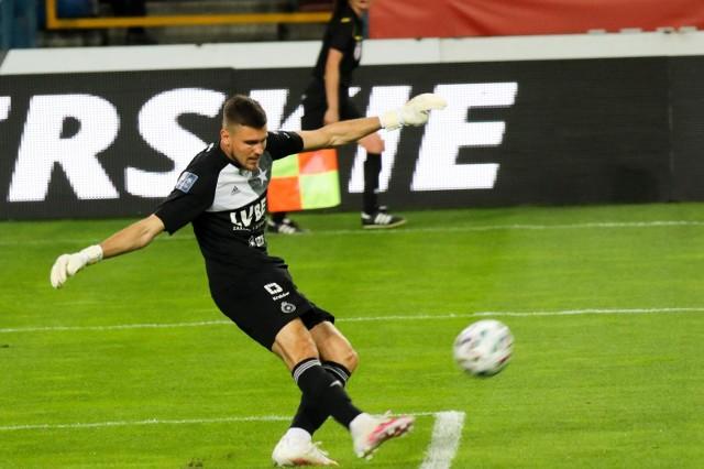 Mateusz Lis długo czekał w tym sezonie na swoją szansę. Zagrał w trzech ostatnich meczach, w których Wisła Kraków zdobyła komplet punktów