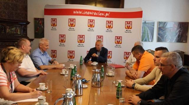 - Chcemy inowrocławskiej drużyny w pierwszej lidze i na to nas z pewnością stać - mówi prezydent Ryszard Brejza. Zaproponował kilka rozwiązań.