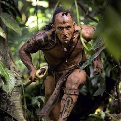 """Główną postacią  """"Apocalypto"""" jest Indianin Łapa Jaguara, mieszkaniec wioski zagubionej w  dżungli."""