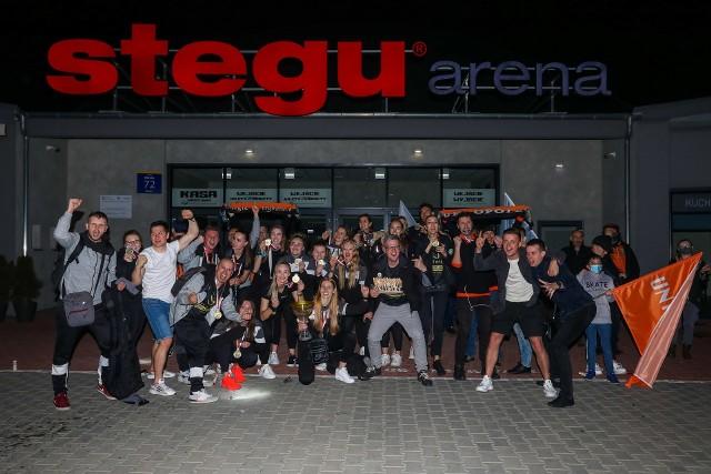 Siatkarki Uni Opole doczekały się po powrocie z Mielca efektownego powitania.
