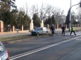 Wrocław: Wypadek na Osobowickiej. Kobieta uderzyła w barierki, auto dachowało (ZDJĘCIA)