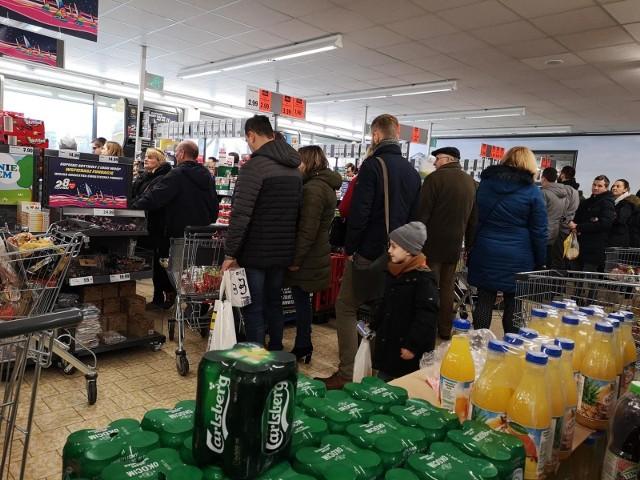 Przez zakaz handlu w niedziele ruch w sklepach w sobotę jest dużo większy.