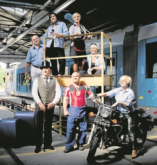 Wrocławskie MPK pokazało na zdjęciach w zajezdni tramwajowej kalendarza swoich pracowników i ich pasje