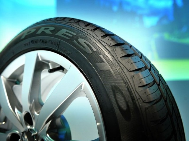 """Opony z Dębicy """"Dobrym Produktem 2012""""Firma Oponiarska Dębica SA jest liderem rynku opon do samochodów osobowych i dostawczych. Od 1995 r. inwestorem strategicznym w spółce jest amerykański koncern The Goodyear Tire & Rubber Company."""