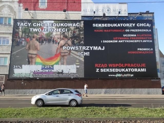 Wulgarny plakat na Śródce został w środę częściowo zamalowany